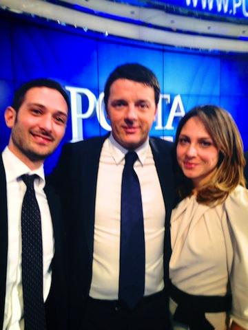 Il Presidente del Consiglio, Matteo Renzi con il Presidente dell'Associazione Giovani per Roma, Andrea Chiappetta e una rappresentante
